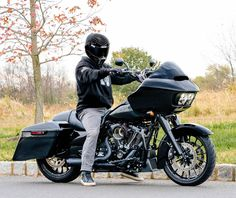 Kraus T-Bar & Gauge Relocation - Harley Road Glide Custom Choppers, Custom Motorcycles, Triumph Motorcycles, Harley Davidson Motorcycles, Dirt Bike Girl, Girl Motorcycle, Motorcycle Quotes, Football Senior Pictures, Harley Road Glide