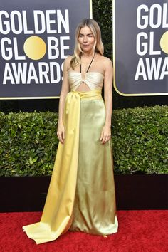 Sienna Miller in Gucci: Golden Globes The Best Dressed Celebrities on the Red Carpet Jennifer Aniston, Jennifer Lopez, Estilo Sienna Miller, Sienna Miller Style, Nicole Kidman, Giuliana Rancic, Zoe Kravitz, Rachel Green, Ricky Gervais