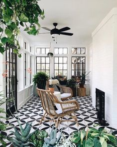 Surf pictures of sunroom designs and also decoration. Discover ideas for your 4 seasons room enhancement, consisting of motivation for sunroom decorating as well as designs. House Design, New Homes, Balcony Decor, Sunroom Decorating, House Interior, Patio Flooring, Home, Home Decor, Farmhouse Style House