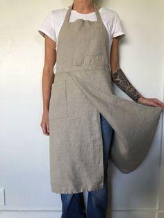 (new) Split Leg Potters Apron Japanese Apron, Japanese Sewing, Pinafore Apron, Black Apron, Work Aprons, Split Legs, Sewing Aprons, Dress Sewing, Linen Apron