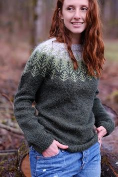 Free and Beauty Sweater Crochet Pattern ideas for Winter Part 35 ; knitting sweaters for women; knitting sweaters for beginners Christmas Knitting Patterns, Sweater Knitting Patterns, Knitting Sweaters, Fair Isle Knitting, Arm Knitting, Crochet Patron, Knit Crochet, Fair Isle Pullover, Norwegian Knitting