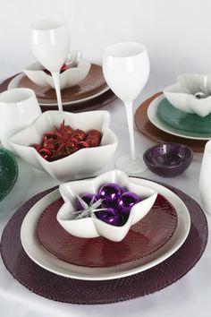 Complementa la elegancia de tu mesa con el color de la Navidad. Un Tazón Estrella es el toque perfecto.