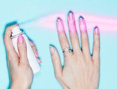 Nada como um produto super prático para facilitar o dia a dia. Com esse esmalte em spray, suas unhas ficam prontas em apenas três passos.