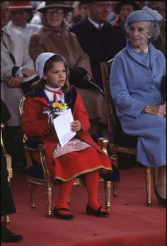 Crown Princess Victoria as a child, with Princess Lilian of Sweden. Princess Victoria Of Sweden, Princess Estelle, Crown Princess Victoria, King Queen Princess, Royal Princess, Swansea, Royal Monarchy, Prince Carl Philip, Swedish Royalty