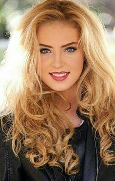 Beautiful Eyes, Smile and Face Most Beautiful Faces, Beautiful Girl Image, Beautiful Smile, Beauté Blonde, Blonde Beauty, Hair Beauty, Blonde Waves, Girl Face, Woman Face
