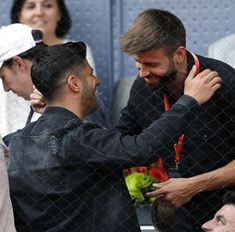 Real Madrid Players, Football Soccer, Boyfriends, Hs Sports, Football Pictures, Guys, Celebs, Pique