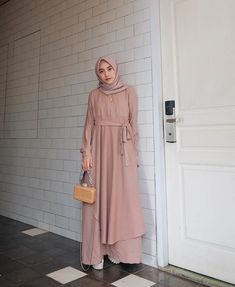 Hijab Dress Party, Hijab Style Dress, Dress Outfits, Casual Dresses, Batik Fashion, Hijab Fashion, Fashion Outfits, Moslem Fashion, Muslim Dress