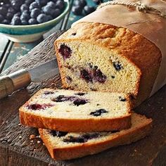 Blueberry-Lemon Loaf: Make this on Sunday so it's ready for a quick weekday morning meal! Blueberry Custard Pie, Blueberry Cookies, Lemon Blueberry Muffins, Blueberry Recipes, Lemon Bread, Lemon Loaf, Banana Bread, Sour Cream Desserts, Cookie Crisp