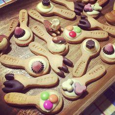 クッキーをスプーン型でくりぬいて、カトラリーが食べれちゃう!というユニークな発想が面白いスプーンクッキー☆SNSでも大人気のスプーンクッキー、アレンジの幅は無限大!その華やかな見た目はこれからのパーティーシーズンにもってこい♡今回は作ってみたいスプーンクッキーについてのまとめです!