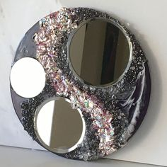 Recycling Project – Part 2 – Recycling the Foil from Old DVDs | Sue Findlay Designs Epoxy Resin Art, Diy Resin Art, Resin Crafts, Painting Activities, Mirror Art, Round Mirrors, Art Tutorials, Mixed Media Art, Recycling