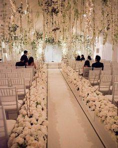 Uau!!!!! Olha essa decoração MARAVILHOSA toda trabalhada no branco! Achei o máximo e vocês curtiram?