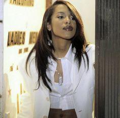 Aaliyah Dana Beautiful Spirit & Woman Rest In Paradise Baby Girl Rip Aaliyah, Aaliyah Style, Black Is Beautiful, Beautiful People, Beautiful Women, Christina Aguilera, Rihanna, Beyonce, Jennifer Lopez