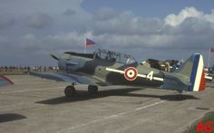 North American T-6 F-AZBQ in colours of a French fighter of 1940. (17-09-83)