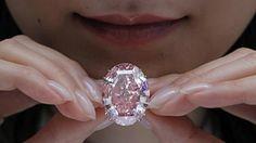 svejo.net | Зашеметяващ розов диамант продаден за рекордните $71,2 млн. | Temaonline.bg