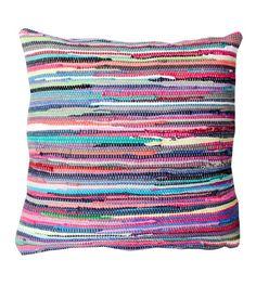 Räsymattotyyny parvekkeelle Floor Pillows, Throw Pillows, Home Bedroom, Old Houses, Fiber Art, Sweet Home, Weaving, Cottage, House Design