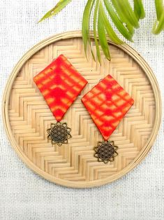 Diy Fabric Jewellery, Fabric Earrings, Textile Jewelry, Diy Earrings, Earrings Handmade, Beaded Jewelry, Fashion Earrings, Handmade Jewelry Designs, Textiles