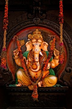 If you want to fulfil all desires, amass wealth and remove doshas, choose 32 forms of Ganesha Homam. The God of Wisdom is sure to protect and remove obstacles. Shri Ganesh Images, Ganesh Chaturthi Images, Ganesha Pictures, Lord Krishna Images, Lord Ganesha Paintings, Ganesha Art, Om Gam Ganapataye Namaha, Ganesh Lord, Jai Ganesh