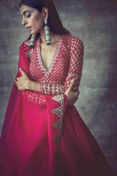 wedding budget Hot pink and lavender silk lehenga bridal lehenga trendy dupatta indian wear lehenga Blouse Lehenga, Raw Silk Lehenga, Lehnga Dress, Pink Lehenga, Indian Lehenga, Sari Design, Sari Blouse Designs, Lehenga Designs, Full Sleeves Blouse Designs