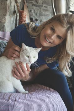 Pin for Later: A Letter to My Cat: Celebrities and Their Cute Kitties Mariel Hemingway Source: Susan Weingartner