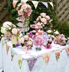 Precioso rincón de una boda vintage con nuestros banderines