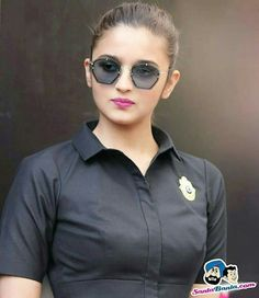 Why is Alia Bhatt everybody's favourite? Queen of Hearts - Top 10 Ranker Bollywood Actress Hot, Bollywood Stars, Bollywood Fashion, Men's Fashion, Fashion Week, British Actresses, Indian Actresses, Aalia Bhatt, Celebrity Wallpapers
