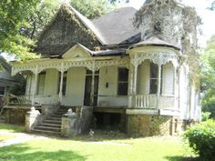 c. 1890 Queen Anne - McComb, MS - $28,000 - Old House Dreams