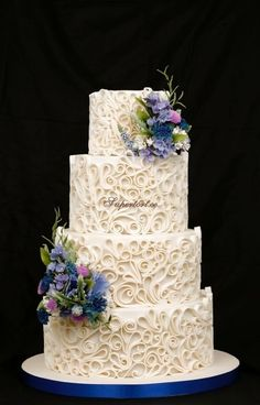 Elegant look with the Paper Quilling technique cake