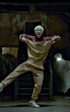 I love it when TOP dances, he's so freakin' entertaining - Big Bang's GD&TOP's 'Zutter' MVs