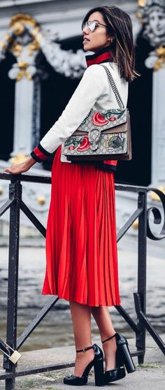 f26bc6bb665880 1001+ Ideen für rotes Kleid - welche Schuhe zu wählen
