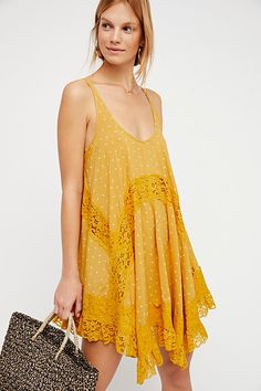 Free People's cute dresses fit every occasion! Shop online for summer dresses, sundresses, casual dresses, white boho maxi dresses & more. Cute Dresses, Casual Dresses, Summer Dresses, Today Images, Fall Looks, Couture, Fashion 2018, Boho Outfits, Free People Dress