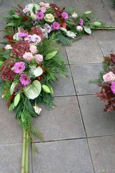 Grave Decorations, Tropical, Sympathy Flowers, Funeral Flowers, Arte Floral, Fall Flowers, All Saints, Ikebana, Flower Arrangements