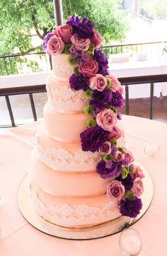Pastel decorado flores naturales , morado lila rosado