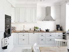 The Scandinavian kitchen design ideas. The Scandinavian kitchen accessories. The photographs of Scandinavian kitchen interiors. Ikea Kitchen, Kitchen Interior, Kitchen Decor, Kitchen Wood, Kitchen Tables, Kitchen Layout, Kitchen Ideas, Kitchen Countertops, Kitchen Cabinets