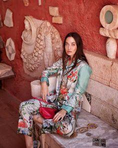 Tendenze pigiami autunno 2018 🌙 La moda dentro e fuori dal letto Kimono Top, Sari, Tops, Women, Fashion, Elegant, Saree, Moda, Fashion Styles