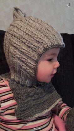 """Beskrivning på """"Pixielue"""" med fuskpoloBer om ursäkt då alla trådar innebär fästa ännu.Jag har använt mig av ett ullgarn, som består av 100% merionoull och är anpassat efter stickor 2,5mmTill själva… Knitted Hats, Crochet Hats, Yarn Crafts, Hats For Women, Baby Knitting, Winter Hats, Children, Skor, Knits"""