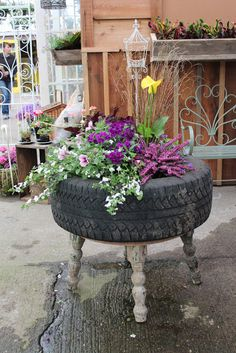 Tire planter from The Greenhouse Diaries : )