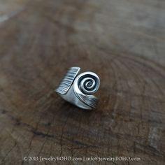 NOS anillo tamaño # 6-7-8-9-10_JewelryBOHO - anillo de BOHO hecha a mano 925 plata esterlina, Tribal impreso anillo, anillo de gitana, anillo Hippie, bohemio anillo, anillo de declaración  Todos los artículos son hechos a mano en nuestro estudio en Tailandia. Somos familia de artistas de oro y plateado. Hemos aprendido el arte y la artesanía de fabricación de joyería.  ID del artículo: R085  Dimensiones: 15mm  ====================== Conversión de talles de anillo…