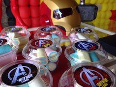 Docinhos personalizados para festa com tema Vingadores