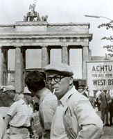 Billy Wilder on location in Berlin for «One, Two, Three» (1961)