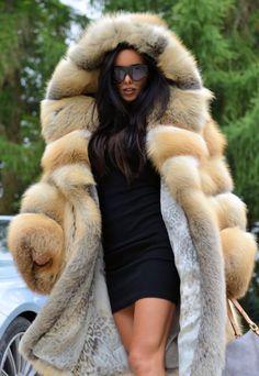 Nadire Atas on Women's Designer Fur Coats & Jackets Fur Collar Coat, Fox Fur Coat, Fur Collars, Chinchilla Coat, Fur Coat Outfit, Fur Fashion, Dance Outfits, Coats For Women, Mantel