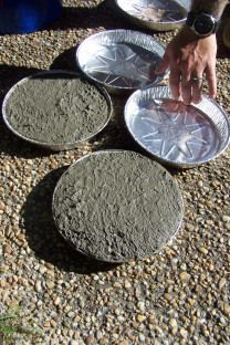 Stepping Stones Or Pavers From Dollar Store Pie Aluminum Pie Tins ................. #DIY #concrete #aluminumpietin #spraypaint #bucket #water #garden #outdoor #landscaping #curbappeal #paver #howto #tips #decor #crafts