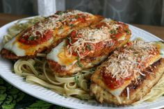 Fast and easy One Pot Chicken Parm! It's the perfect weekday meal! http://www.rewards4mom.com/top-10-weekday-dinner-recipes/