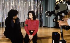 Michael Jackson being interviewed by Oprah Winfrey on live television at his Neverland Valley Ranch in California, ca. Oprah Winfrey, Michael Jackson, Beautiful Person, Beautiful Soul, Movie Theater, Theatre, Neverland Ranch, Don T Lie, Interview
