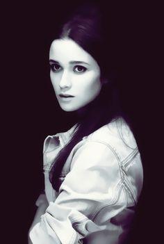 Alice Englert = Lena Duchannes Beautiful Creatures movie This is perfection.