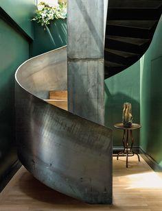 In Sachen Wohn-Chic bleibt Paris unerreicht. Manchmal bietet die Stadt auch zu viel des Guten, wie das Architektenduo Studio KO verrät.