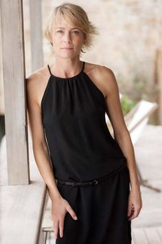 Robin Wright | Amazing I like the simple elegance of the ensemble Simple Style, My Style, Advanced Style, Looks Cool, Mode Inspiration, Mannequins, Timeless Fashion, Girl Crushes, Style Icons