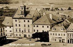 Puvodni podoba Radnice,pred pseudorenesancni prestavbou-vlevo.Mesto,puvodne, goticky dum,ze 14.stoleti,koupilo v r.1494 a na prelomu 15.a 16.stoleti zde vybudovalo radni,soudni sin,mestskou kancelar a vezeni.  Vpravo dum cp.77,ktery byl od r.1750 vojenskymi kasarnami (puvodne renesancni,obecni,hostinec z r.1606)