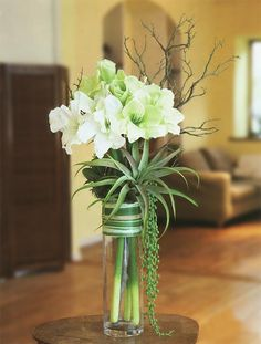 Beautiful Easter Flower Centerpieces to Bring Fresh Spring Into Your Home The post Beautiful Easter Flower Centerpieces to Bring Fresh Spring Into Your Home appeared first on Design Diy. Large Flower Arrangements, Orchid Arrangements, Flower Centerpieces, Flower Vases, Flower Decorations, Easter Centerpiece, Hotel Flowers, Luxury Flowers, Deco Floral