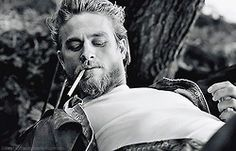 "Charlie Hunnam is a British-born actor known for his role as Jax Teller on the ""Sons of Anarchy."" Here are 40 interesting facts about this talented and handsome actor. Sons Of Anarchy, Brad Pitt, Cristian Grey, Charlie Hunnam Soa, Jax Teller, Raining Men, Film Serie, Looks Cool, Man Crush"