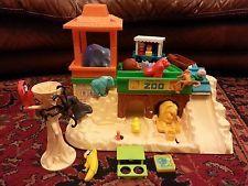 Vintage Fisher Price Little People Zoo Set 916 w/  Tree Animals Figures Tram